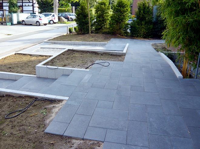 Hauseingang Gestalten barrierefreier vorgarten modern und pflegeleicht